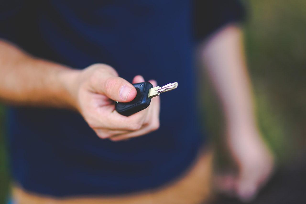 awaryjne otwieranie samochodu